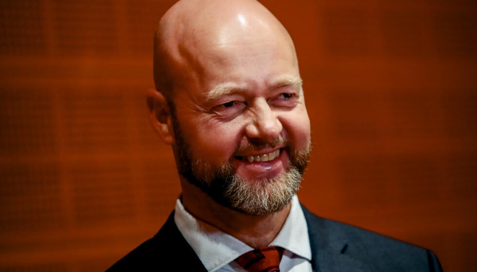 FERDIG: Yngve Slyngstad (t.v.) gir seg som leder for oljefondet, og sentralbanksjef Øystein Olsen har nå åtte menn på listen over dem som håper å overta. Foto: Håkon Mosvold Larsen / NTB scanpix