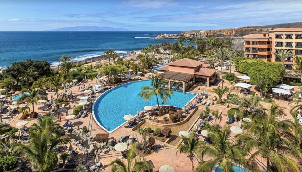 KARANTENE: Mange reisende er bekymret etter nyheten om at 1000 turister er satt i karantene på et hotell på Tenerife tirsdag. Foto: Skjermdump