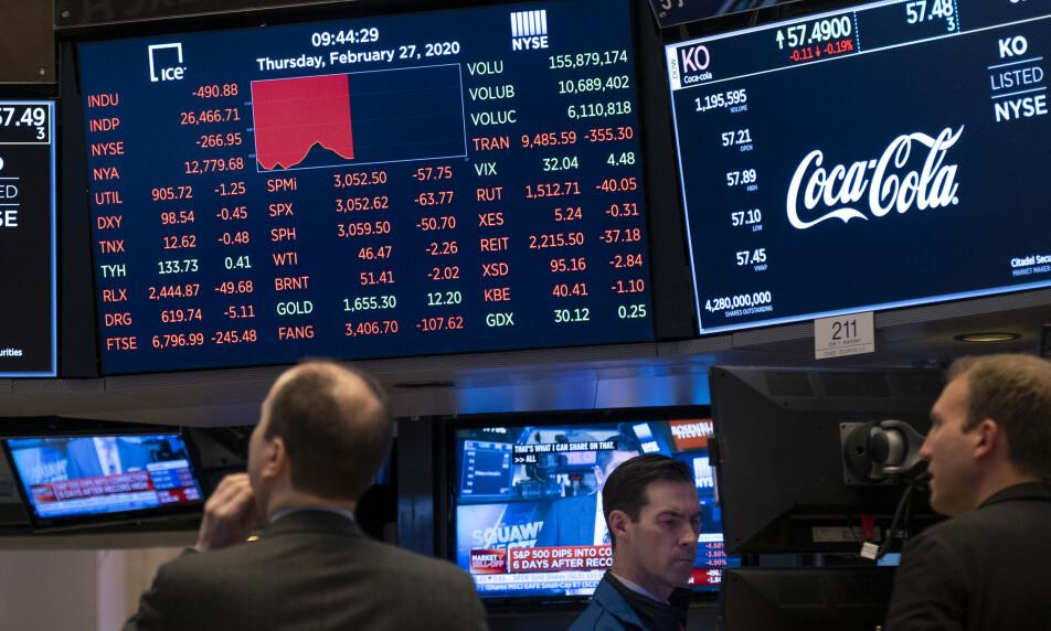 <strong>BLODRØDT:</strong> Torsdag endte med blodrøde tall på Wall Street. Foto: Craig Ruttle / AP / NTB Scanpix