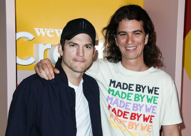 MEKTIG OMGANGSKRETS: Adam Neumann hadde både milliardærer og superstjerner i sin omgangskrets. Her sammen med skuespiller Ashton Kutcher under et WeWork-arrangement i Los Angeles. Foto: NTB Scanpix