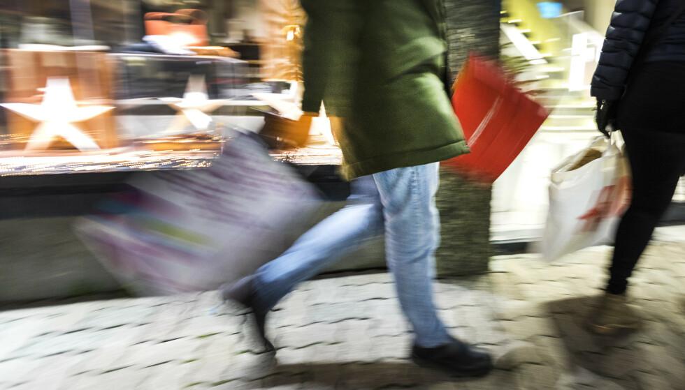 KRONEREKORD: Aldri har fått fått så lite i utlandet for norske kroner. Det slår ut på prisene på handleturen. Foto: Gorm Kallestad, NTB scanpix