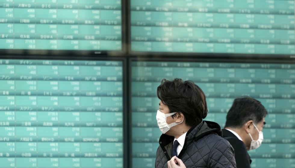 OPPGANG: Børsene i Japan steg etter å ha falt stygt forrige uke. Foto: Eugene Hoshiko / AP / NTB Scanpix