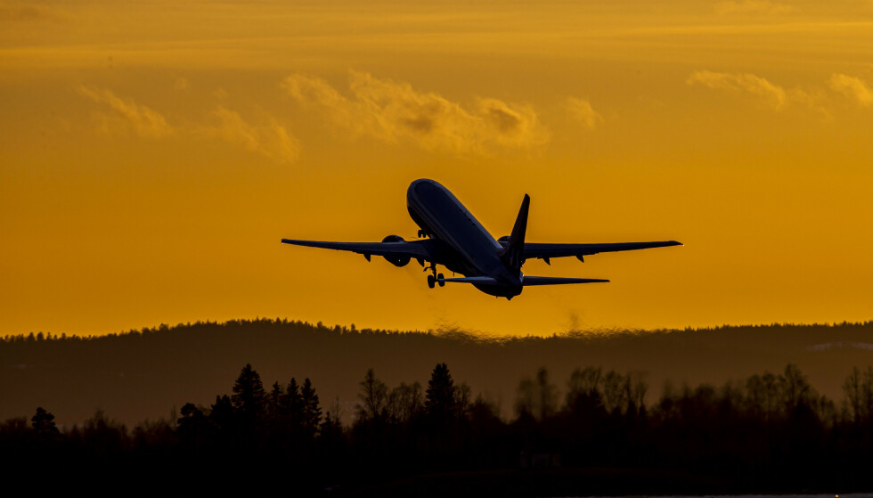 SNART HISTORIE? Annonser med slike bilder kan bli forbudt hvis Oslo MDG får viljen sin. På bildet letter et SAS-fly letter fra Oslo lufthavn. Foto: Håkon Mosvold Larsen / NTB scanpix