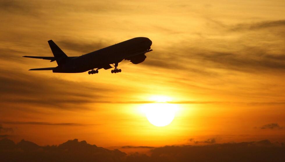 RESTRIKSJONER: Det kan bli innført restriksjoner på flyreiser til Norge, mener helsedirektøren. Foto: Steve Parsons / PA / NTB Scanpix