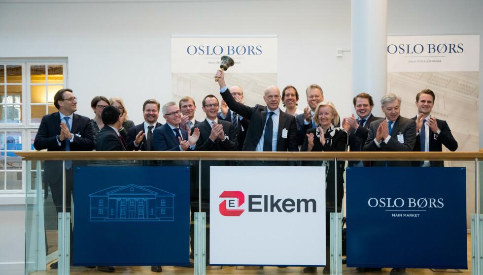 STENGER: Elkem stenger hovedkontoret sitt i Oslo etter coronasmitte. Her fra bjelleseremoni på Oslo Børs i 2018. Foto: Thomas Brun / NTB scanpix