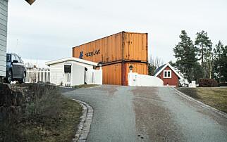 Fjerner containermur mot Røkke-eiendom