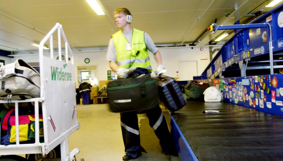 <strong>SMITTET:</strong> To fra bakkemannskapet til British Airway på Heathrow flyplass er bekreftet smittet av coronaviruset. Foto: Thomas Bjørnflaten / NTB scanpix