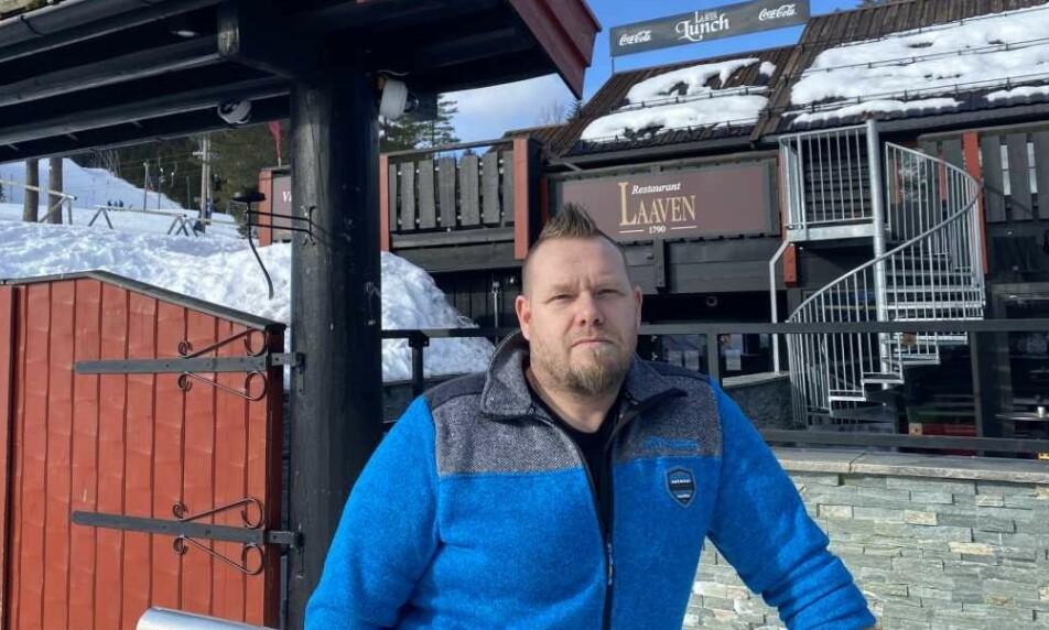 LÅST DØR OG 30 PERMITTERT: Daglig leder Tommy Åsheim måtte stenge og låse Restaurant Laaven fredag, rett før toppsesongen med 12 millioner kroner i omsetning. Foto: Privat