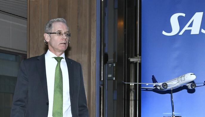 SLUTTER: SAS-sjef Rickard Gustafson da han i mars i fjor informerte om nedgangen i etterspørselen etter flyreiser i forbindelse med koronapandemien. Foto: Claudio Bresciani / TT Nyhetsbyrån / NTB