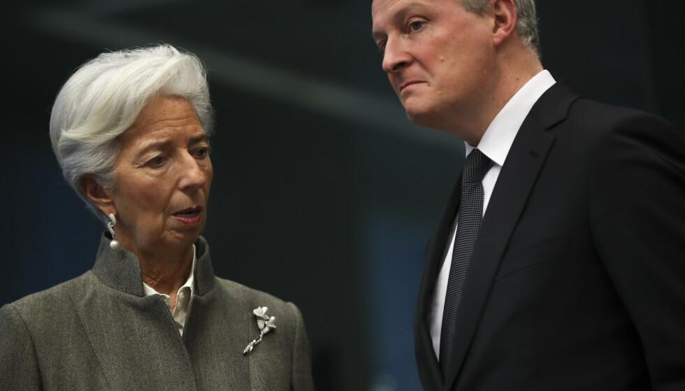 KRISEPAKKE: Frankrikes finansminister Bruno Le Maire, her sammen med den europeiske sentralbankens sjef Christine Lagarde i Brussel i februar. Le Maire venter en nedgang i den franske økonomien på grunn av virusutbruddet. Foto: Francisco Seco / AP / NTB scanpix