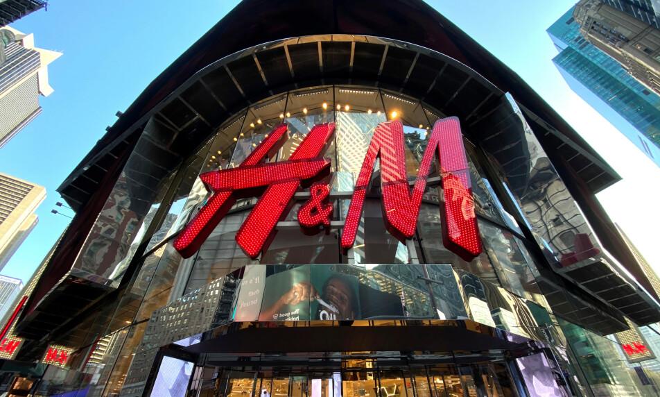 STENGES: H&M stenger sine butikker midlertidig i en rekke land på grunn av koronaepidemien. Illustrasjonsfoto: Mike Segar / Reuters / NTB Scanpix