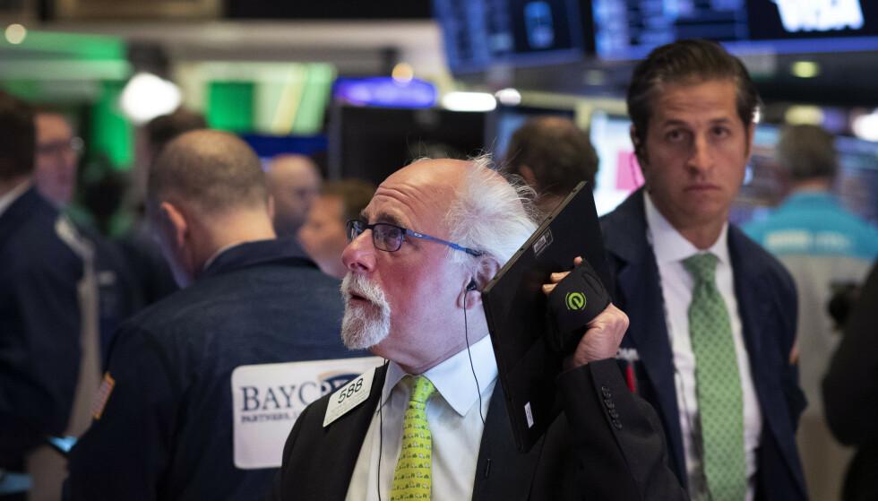 NY NEDTUR: Tradere på Wall Street onsdag. Foto: Mark Lennihan / AP / NTB scanpix