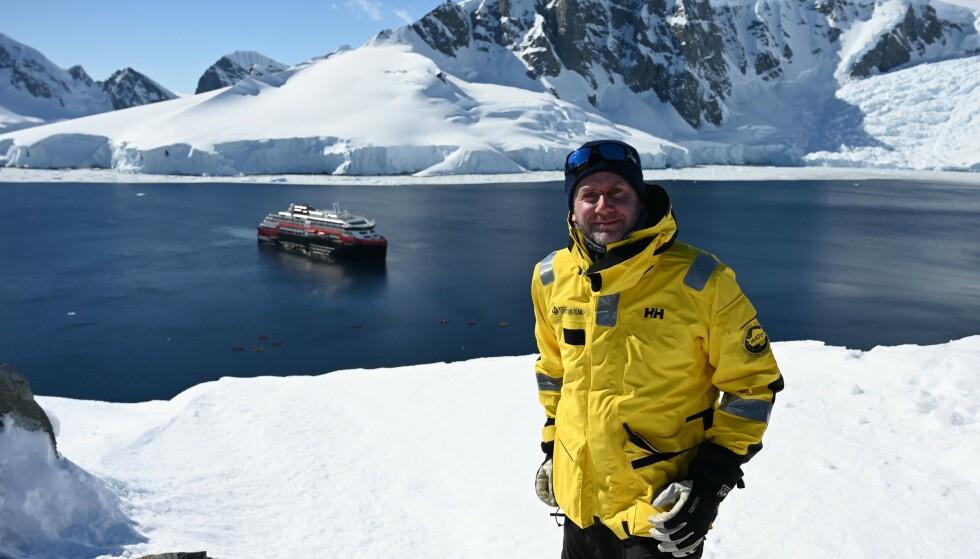 FULL STOPP: Konsernsjef i Hurtigruten, Daniel Skjeldam, måtte i dag permittere 2600 av salskapets ansatte. Samtidig stanses selskapets ekspedisjonscruisevirksomhet midlertidig. Her er Skjeldam avbildet på et slikt ekspedisjonscruise til Antarktis snaue to måneder før coronaviruset ble oppdaget. Foto: Johan Ordoonez / AFP / NTB Scanpix