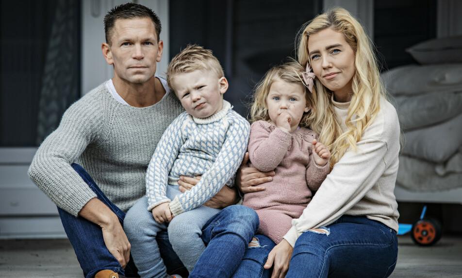 <strong>UVISS FREMTID:</strong> Norwegian-paret Yvonne Nicole Vestad og Joacim Westby deler skjebne med godt over 300 000 nordmenn. Hun er permittert, han vet ikke hvor lenge han fortsatt står i jobb. Foto: Jørn H. Moen
