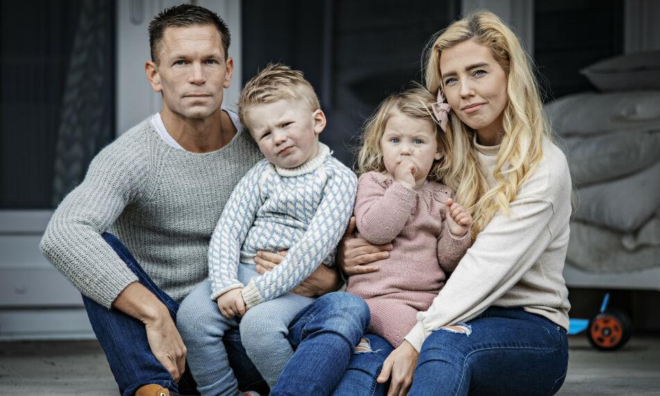 UVISS FREMTID: Norwegian-paret Yvonne Nicole Vestad og Joacim Westby deler skjebne med godt over 300 000 nordmenn. Hun er permittert, han vet ikke hvor lenge han fortsatt står i jobb. Foto: Jørn H. Moen