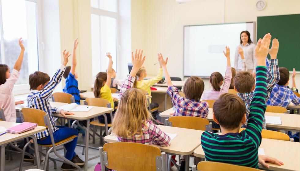 SKREMT: Mange foreldre er bekymret for å sende barna sine tilbake til skolen og barnehage, men får beskjed om å legge frykten på hylla. Foto: Shutterstock / NTB Scanpix