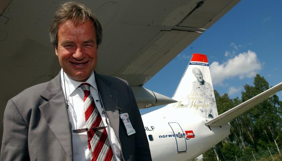BERØMT SMIL: I 2002 presenterte Bjørn Kjos de første seks Boeing 737-flyene som Norwegian leide inn. Han fortalte at berømte nordmenn skulle pryde dem, blant dem Thor Heyerdahl og Sonja Henie. I likhet med de seks våget Kjos å gå sine egne veier. Foto: Heiko Junge / SCANPIX