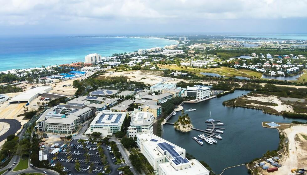 <strong>SKATTEPARADIS:</strong> Her ser man forretningsdistriktet i hovedstaden George Town på øya Grand Cayman på Caymanøyene. Foto: NTB Scanpix