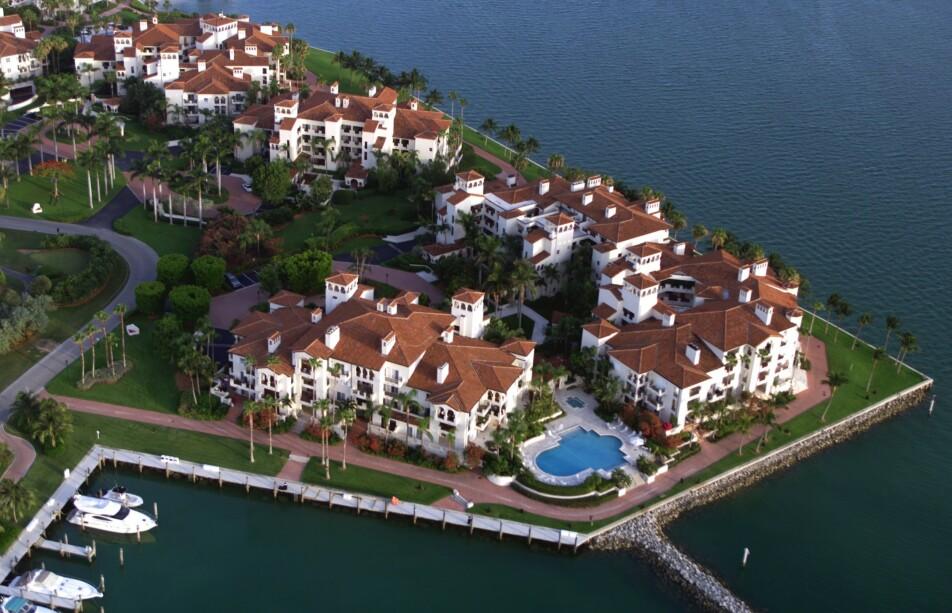 LUKSUSØY: Fisher Island utenfor Miami i Florida huser et stort antall luksusleiligheter. Foto: Frank Siteman / REX / NTB Scanpix