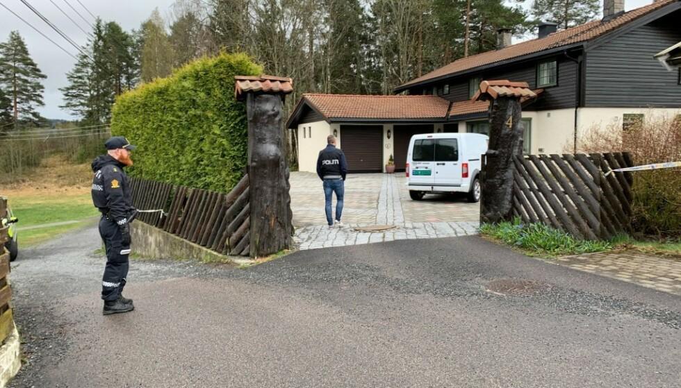 <strong>BOLIGEN:</strong> Politiet er tirsdag morgen utenfor boligen i Sloraveien i Lørenskog. Foto: Jesper Nordahl Finsveen / Dagbladet