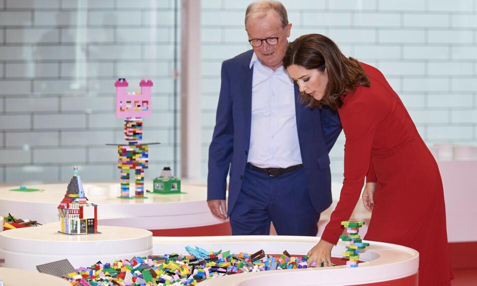 BLODRØDE TALL: Kjeld Kirk Kristiansen er en av Danmarks rikeste. Her sammen med kronprinsesse Mary av Danmark. Foto: NTB Scanpix