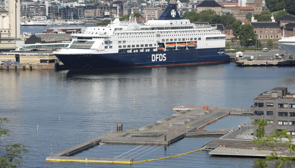 <strong>DANSKEBÅTEN:</strong> DFDS seiler blant annet mellom Oslo og København. Reiserestriksjoner, passasjersvikt og ferger i opplag kan koste DFDS milliarder. Foto: Jon Eeg / NTB scanpix