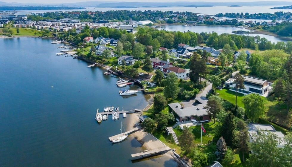 KRAFTIG RABATT: Denne eiendommen på Snarøya i Bærum ble først forsøkt solgt til 85 millioner kroner. Nå er den lagt ut på ny. Foto: Zovenfra