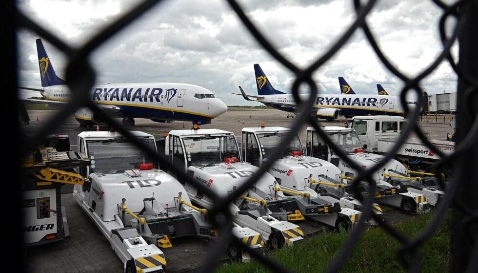 <strong>SLUTT PÅ DOKØ:</strong> Passasjerer som skal reise med flyselskapet Ryanair, bes forberede seg på nye rutiner om bord. Foto: NTB Scanpix