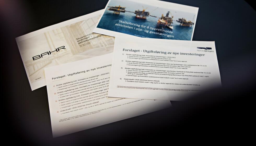 IDENTISKE: Skatteforslagene i Bahr-notatet (t.v) blir en drøy uke senere videreformidlet av Norsk olje og gass. Ordlyden er så å si identisk. Foto: Frank Karlsen/Dagbladet
