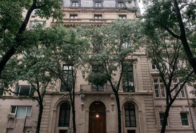 GIGANTISK: Jeffrey Epstein eide enorme boliger i Florida, New Mexico og New York. Her omgikk han presidenter, prinser og andre berømte og mektige mennesker. Foto: NTB Scanpix