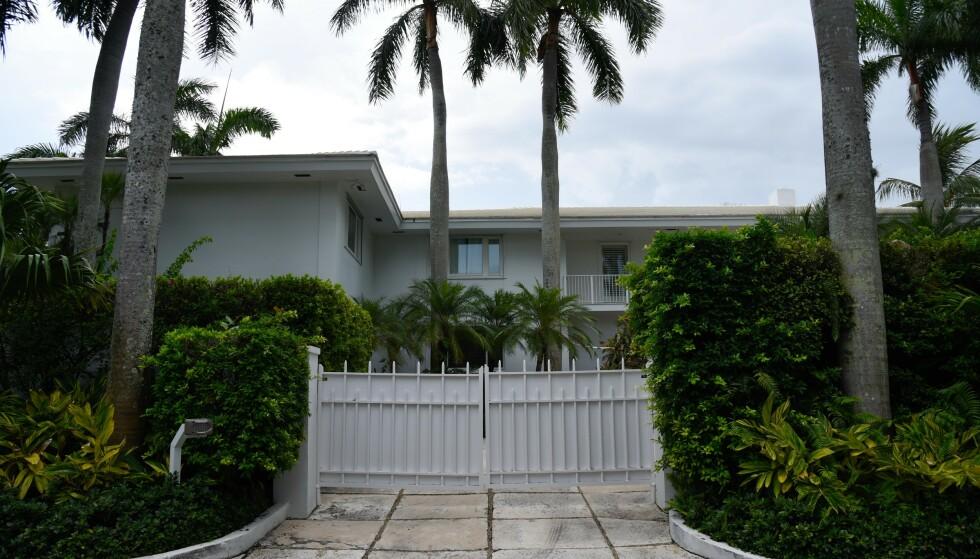 RIKINGSTRØK: Jeffrey Epsteins hjem i Florida har vært sentral i etterforskningen til politiet. Et større antall kvinner har fortalt at de ble presset til å gi milliardæren en av de velomtalte massasjene i huset. Foto: NTB Scanix