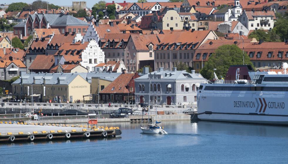 VISBY HAMN: Regionsdirektøren mener ferieøya Gotland står overfor et dilemma i sommer. Her Visby Hamn. Foto: Fredrik Sandberg / TT / NTB Scanpix.