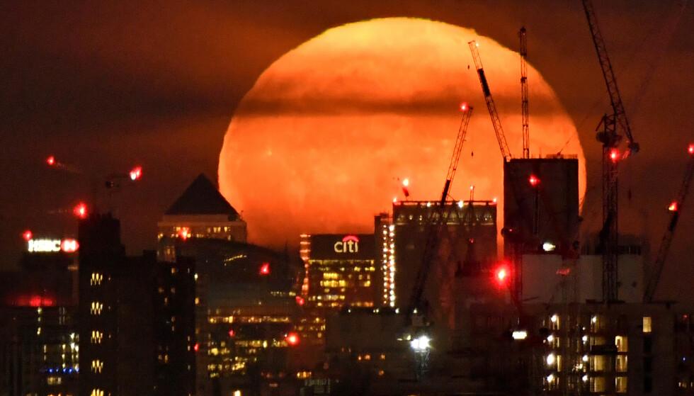 HARDT RAMMET: Storbritannia, her representert ved Londons finansdistrikt, er blant landene som har blitt hardest økonomisk rammet av coronakrisen. Foto: Toby Melville / Reuters / NTB Scanpix