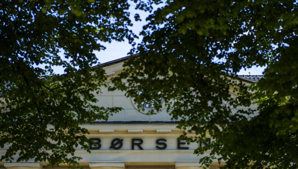 KRAFTIG FALL: Hovedindeksen på Oslo Børs starter uka med kraftig fall.