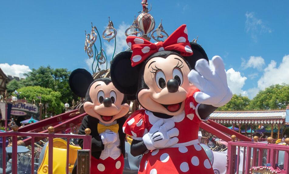 GJENÅPNER: Disney World i Florida og Disneyland i California har planer om å åpne dørene i sommer, men det vil de ansatte sette en stopper for. Foto: SplashNews / NTB Scanpix