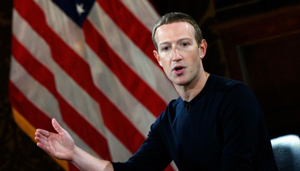 PROBLEMER: Facebook og grunnlegger Mark Zuckerberg fikk store tekniske problemer mandag. Foto: ANDREW CABALLERO-REYNOLDS / AFP