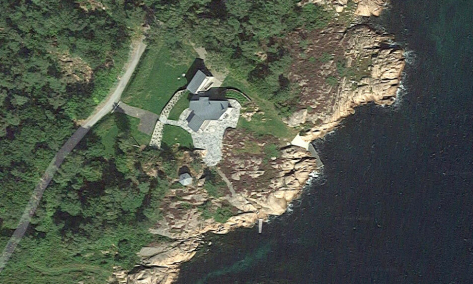 FENGSELSDØMT: Hanne Madsen er dømt til fengsel for ulovlig bygging i strandsonen i Grimstad. Foto: Google Maps