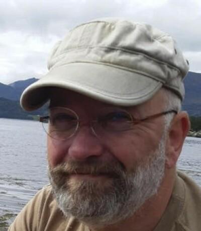 MÅ VAKSINE PÅ PLASS: Det mener Jörn Klein, førsteamanuensis ved Universitetet i Sørøst-Norge og ekspert i mikrobiologi og smittevern. Foto: Privat