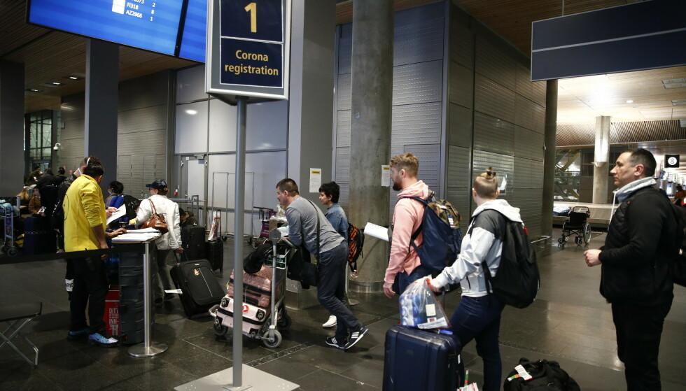 BER OM UNNTAK: Svensker og reisende fra en rekke land kan ikke reise i transfer via OSL. Det medfører store problemer, både operativt og økonomisk, mener NHO Luftfart. Foto: Terje Pedersen / NTB scanpix