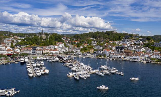 <strong>FULLT:</strong> Det er Syden-stemning i Grimstad for tiden. Det lokker mange turister. Foto: Lars Eivind Bones / Dagbladet.