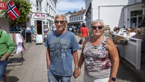 <strong>GÅGATA:</strong> Anne Grethe Lofthus og Tore Brønlund er bekymret for coronasommeren. Foto: Lars Eivind Bones / Dagbladet.