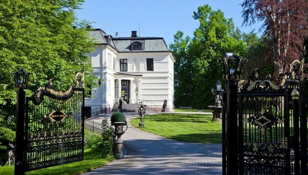 <strong>HERSKAPELIG:</strong> Ifølge prospektet ble eiendommen oppført i 1879 av tobakksfabrikanten Johan W. Falch. Foto: Inviso