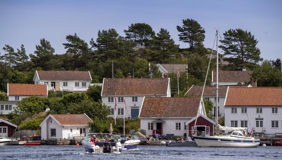 CHARTERBREMS: Mange nordmenn har planlagt for en solfylt sommer innenlands i år, som her ved hytteparadiset i Blindleia på Sørlandet. Dermed er det begrenset hvor mange som nå kommer til å kaste seg på charterbølgen, mener NHO. Foto: Lars Eivind Bones / Dagbladet