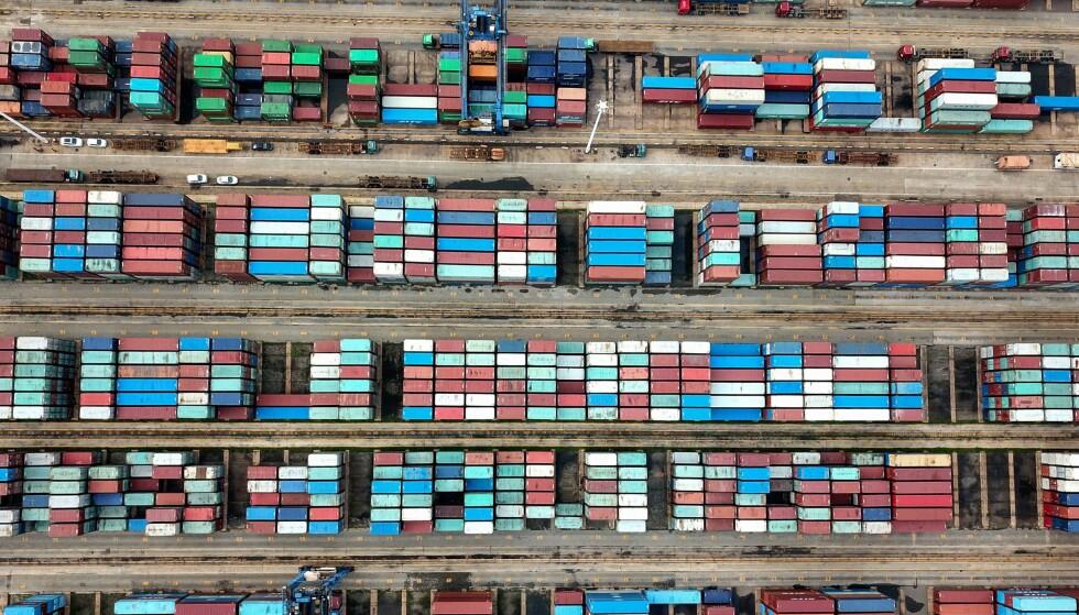 ØKER: Både eksporten og importen økte i Kina i juni. Det er positivt for økonomien og for aktiviteten i havnebyer som Lianyungang. Foto: STR / AFP/ NTB Scanpix