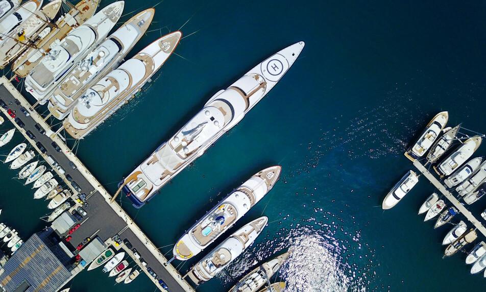 Corona-bønn: Monaco, kjent for sine kasinoer, strender og glamour, er et yndet reisemål for verdens rikeste og deres superyachter. Nå kommer et knippe medlemmer av verdens økonomiske elite med en bønn til myndigheter verden rundt. Illustrasjonsfoto: Eric Gaillard / Reuters / NTB Scanpix