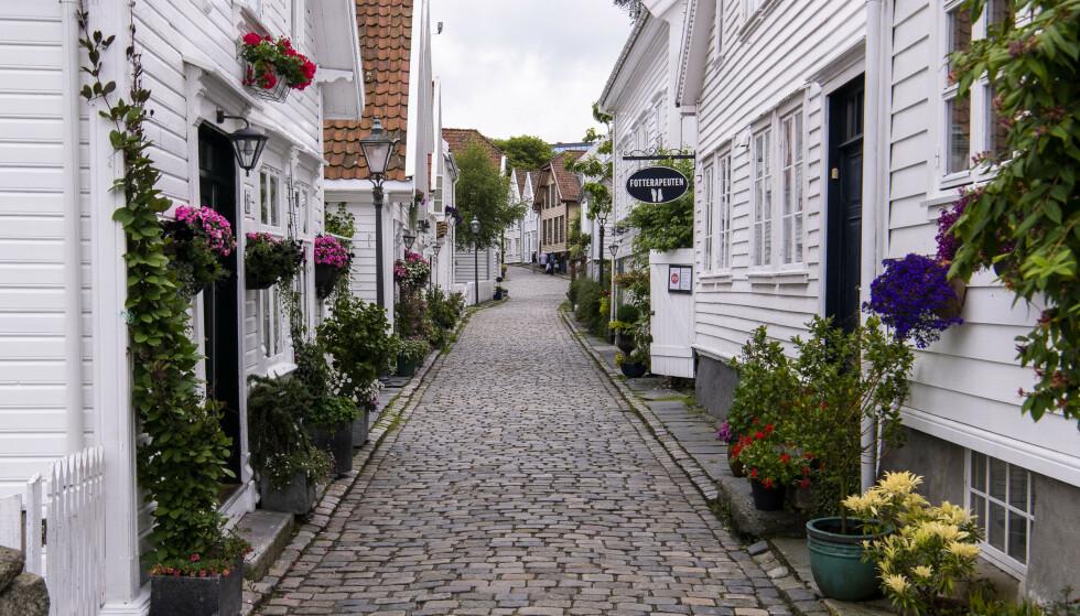 INGEN CRUISETURISTER: Vanligvis pleier Gamle Stavanger å være fylt til randen av cruiseturister. Nå er det ingen her. Foto: Lars Eivind Bones / Dagbladet.