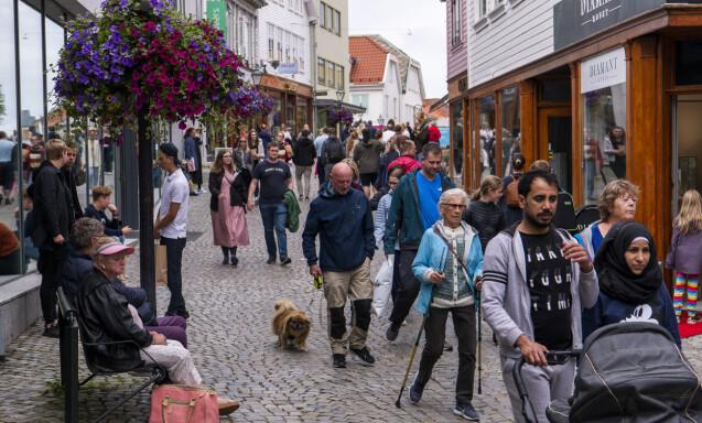 NORDMENN: Handlegatene i Stavanger er denne sommeren fylt opp med nordmenn og noen dansker. Foto: Lars Eivind Bones / Dagbladet.