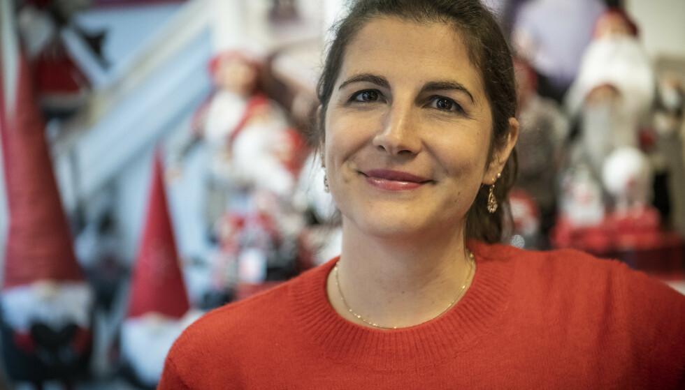 SJEF: Lucila Negro er butikksjef i souvernirbutikken Audun Viken i Skagen. Hun forteller at butikken har tapt over halve omsetningen. Foto: Lars Eivind Bones / Dagbladet.