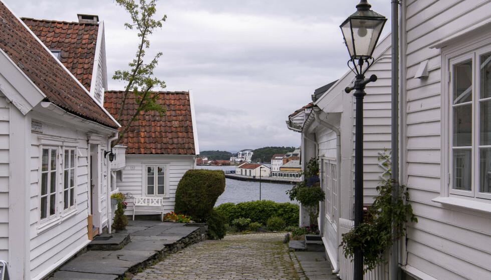<strong>STILLE:</strong> Gamle Stavanger ligger stille. Ikke en turist å se, men sjøen ser beboerne mer til. Foto: Lars Eivind Bones / Dagbladet.