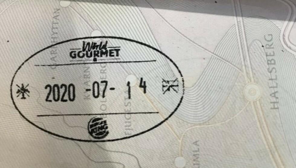 KAMPANJE: Burger King i Sverige ber om å få stemple passet - i retur får gjestene en gratis burger. Foto: Max Sohl Stjernberg